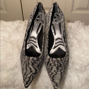 Nine West black and white cloth upper